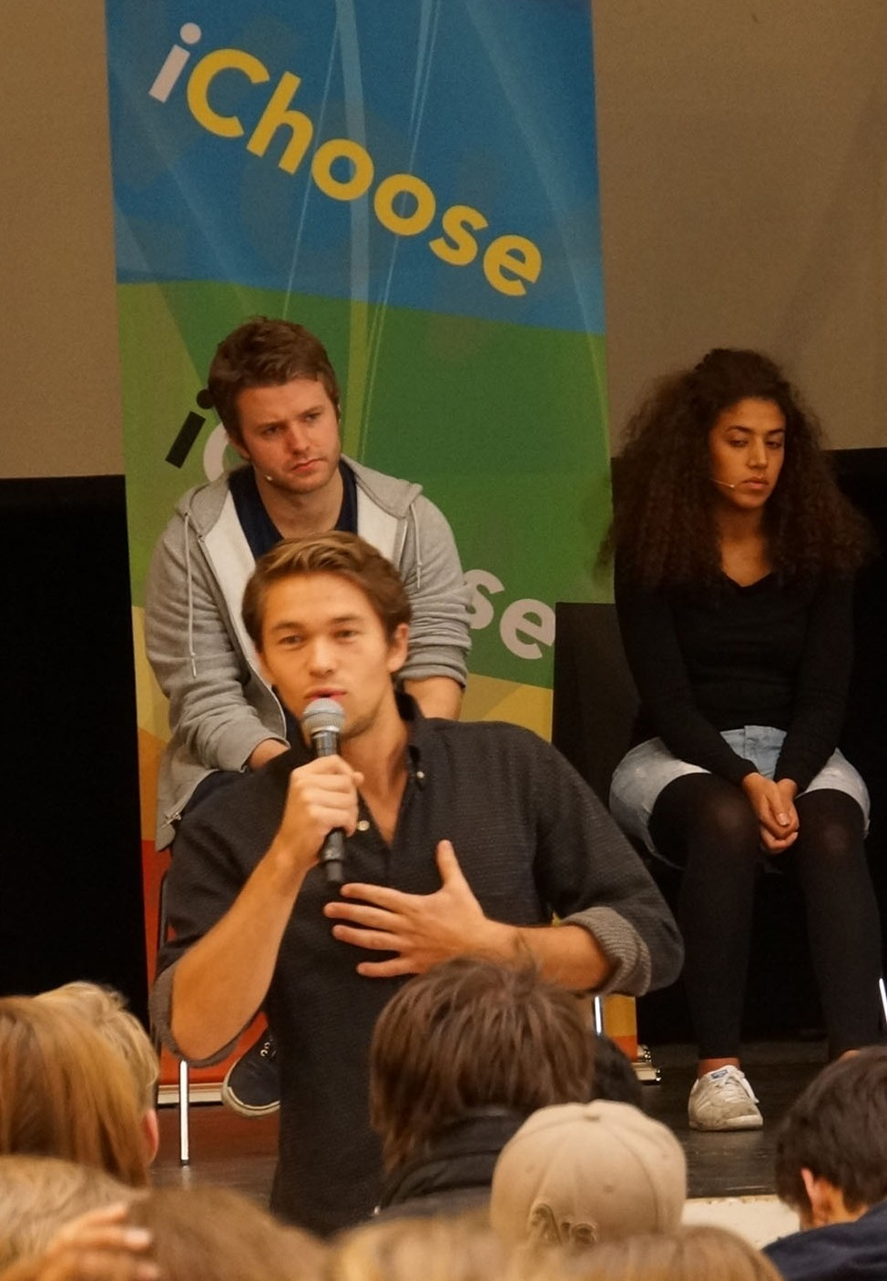 Actor Jakob Oftebro encourages students.